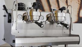 Ivy trots op espressomachine met voetbediening