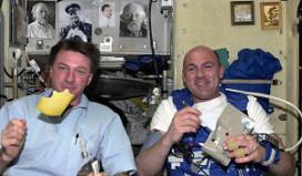 Astronaut Kuipers eet maaltijden van Ducasse