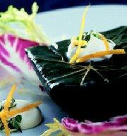 Gevuld druivenblad met lamsvlees, citroen, rijst en mint