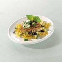 Gegrilde tonijn met basilicumboter en courgette