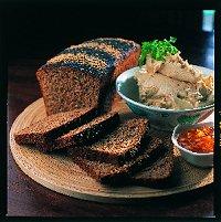 Gerookte makrielpaté met swartlandse brood