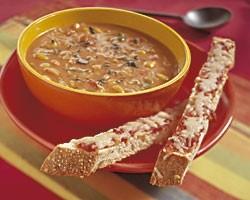 Mexicaanse kaassoep met kruidige broodstengels