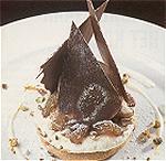 Koffieschuim met chocolade-ijs en rozijnen