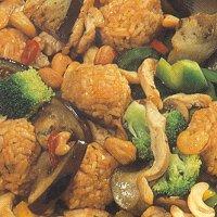 Gevogelteschotel met rijstballetjes (Indonesisch, met kip)
