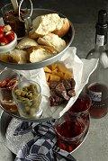 Aangekleed glaasje wijn