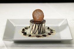 Vakwerkhuisje van witte chocoladeparfait