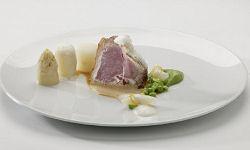 T-bone van zuiglam met groene groenten en eigen jus (Niven Kunz)