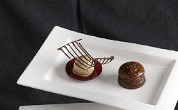 Brownie van chocolade met parfait van Aachener printen (Richard van de Velde)