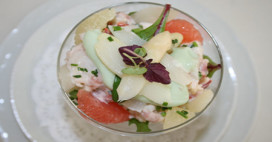 Cocktail van asperges, kingkrab, garnalen en avocadocrème (Amerika)