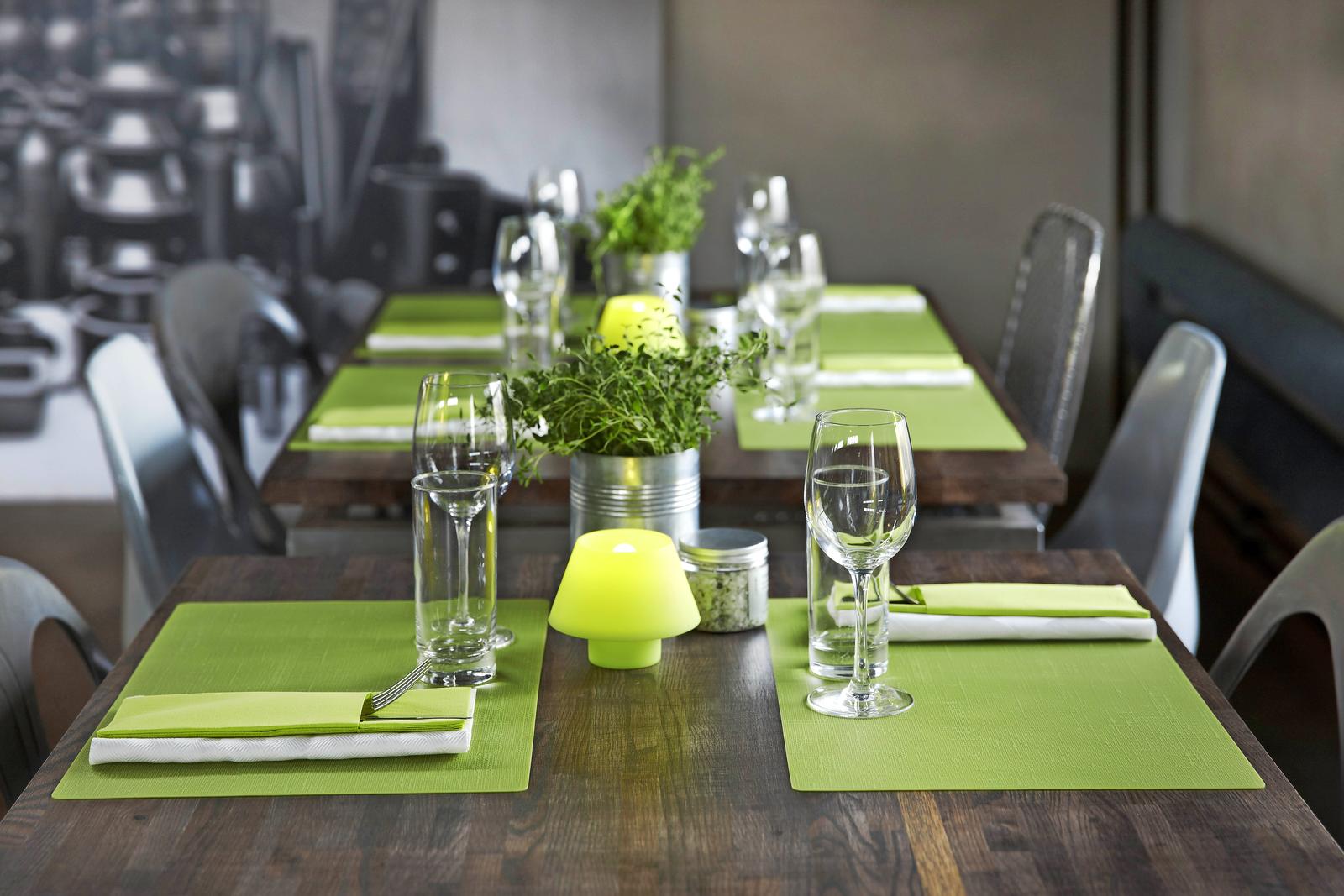 Tafelaankleding 8 trends voor de gedekte tafel - Kleur trendy restaurant ...