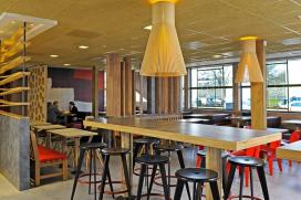McDonald's in Enschede weer open na brand
