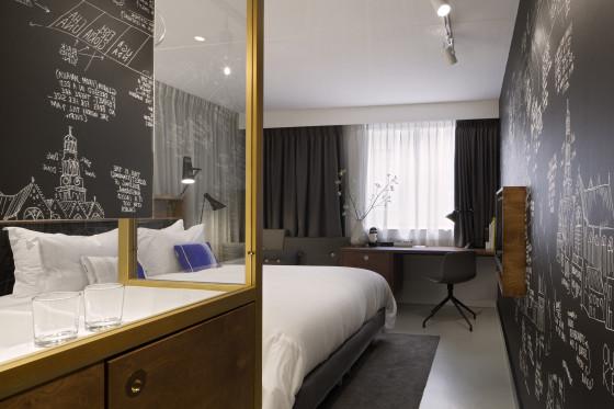 Room 560x373