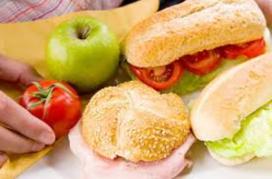 Nederlandse werkgever beknibbelt op lunchvergoeding
