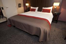 Hotelkamer Amsterdam in april drie tientjes duurder