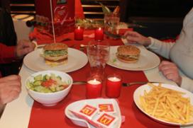 McDonald's verrast vijf stellen met Valentijndiner