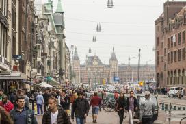 Amsterdam verdient aan grond hotels