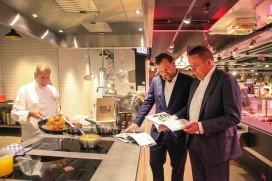 Chefs Van der Valk lanceren kookboek