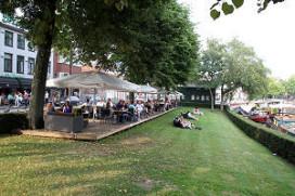 Nieuwe kadeterras voor Café De Toeter