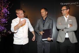 Foto's: Aan de Poel presenteert boek aan voetbalbroers De Boer