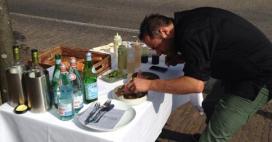 Foto's: JRE-restaurants plukken gast van straat