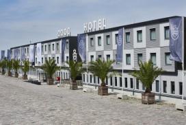 Foto's geopende Good Hotel in drijvende designbajes
