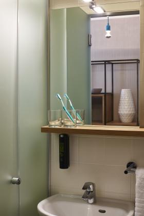 Bathroom good hotel amsterdam shower 280x420