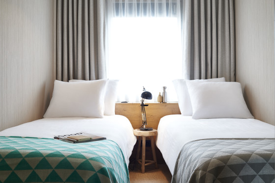 Standard room good hotel amsterdam twin bed 560x374
