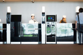 Japans hotel bemand door robots opent deuren