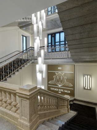 Central staircase 1 315x420