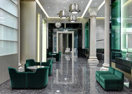 Ground floor lounge corridor 560x402
