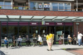 Cafetaria Top 100 2015-2016 nummer 82: Cafetaria Family, Beverwijk