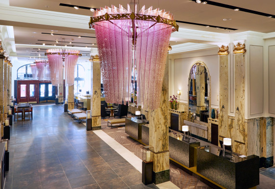 02 hotel reichshof hamburg curio collection by hilton lobby joi design1 560x385