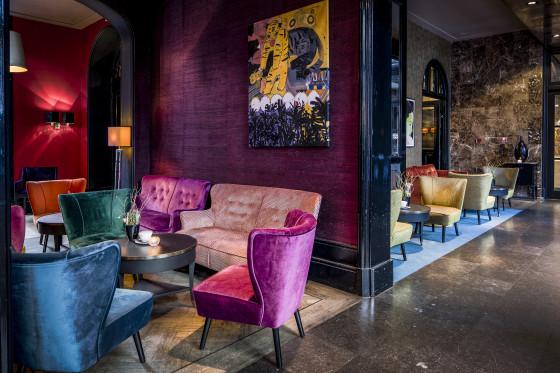 Lounge1 560x373
