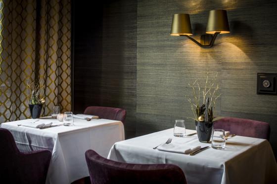 Podium restaurant detail 560x373