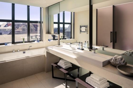 202986 nhcgh krasnapolsky royal suite bathroom 71de7d original 1459967517 560x373