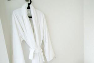 Gasten stelen een badjas