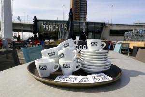 (C)Roel Dijkstra-Vlaardingen Diefstal van koffiekopjes - Prachtig - Rotterdam - gasten stelen