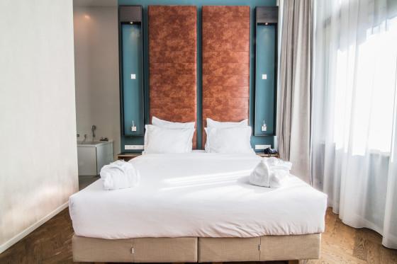Hotel de hallen junior suite 3 560x373
