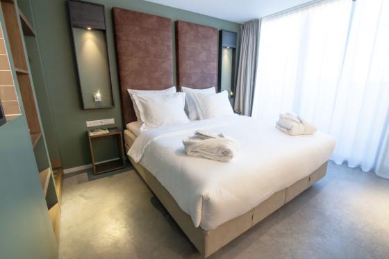 Hotel de hallen rooms 560x373
