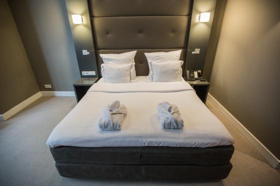 Hotel jlno76 room101 13 booking.com  560x373