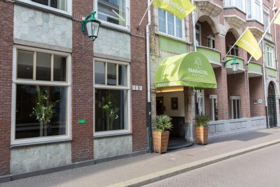 Straatzicht entree hotel 21 560x374