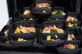 Gerechten tweesterrenrestaurant 'aan huis bezorgd en opgediend'