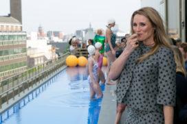 Lieke van Lexmond opent rooftop zwembad W Amsterdam