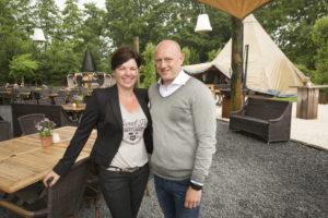 Lisette en Koen Bakker. Terras Top 100 winnaars Het Hooihuis