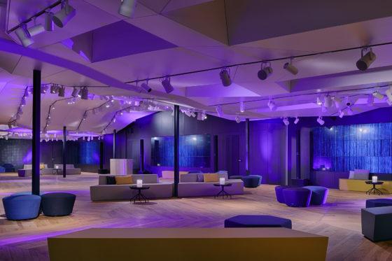 Who4090mf 188973 great room lounge 560x373