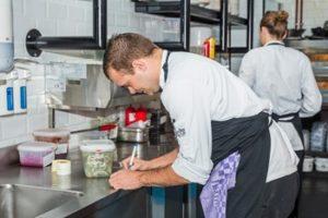 KHN bestrijdt beeld vieze keukens sterrenrestaurants