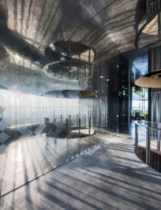 Adam tower adamco 18th floor amsterdam interior design by tank tommy kleerekoper sanne schenk photography by teo krijgsman 259 322x420