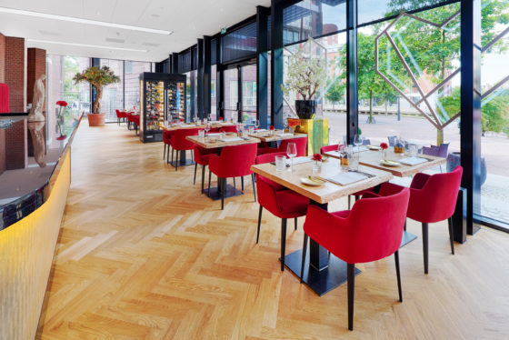 Restaurant interior bar 2 560x374