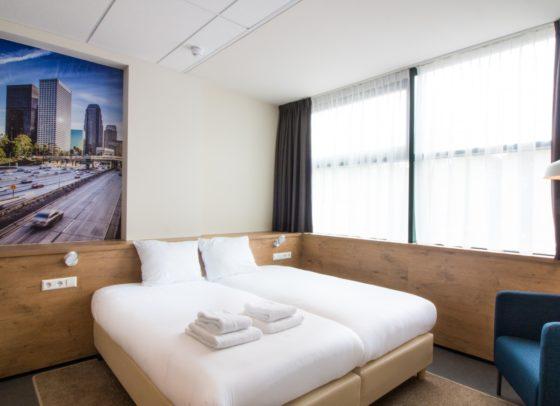 Urban twin room 1 560x406