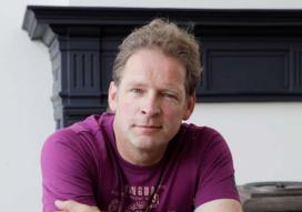 Erik van Muiswinkel presenteert Cafetaria Top 100 2016